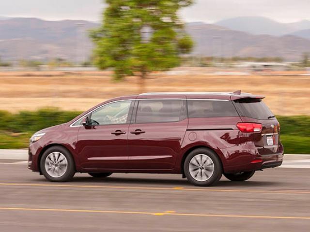 Nouveau minivan chez Chrysler pour 2017 5338902015kiasedonasxlongtermaction01600001
