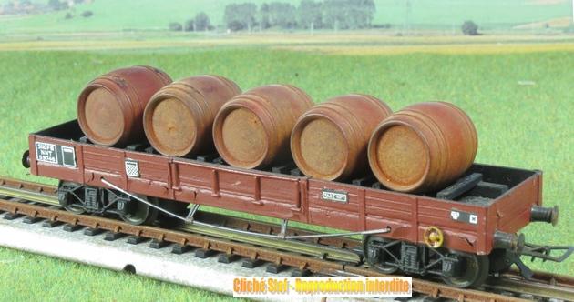 Wagons plats à bogies maquette et semi maquette chargés 534221VBmaquetteliedevintonneauxboisIMG3237