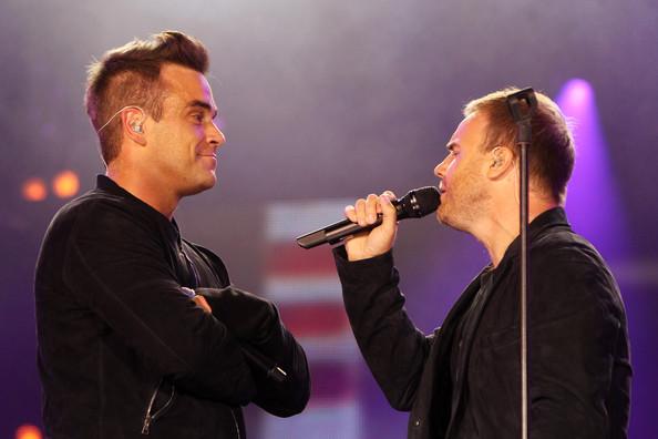Robbie et Gary au concert Heroes 12-09/2010 539735Gary_Barlow_Heroes_Concert_Show_YiQv_1unlV4l