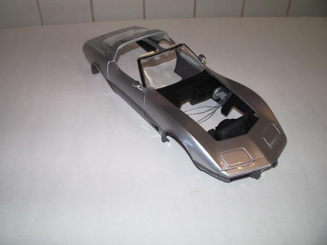chevrolet corvette 25 th anniversary de 1978 au 1/16 - Page 2 539986IMGP8878