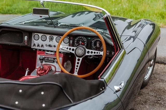 Les Jaguar XF, F-Pace et F-Type célèbrent les 60 ans de la victoire de la Type D aux 12 Heures de Reims Lors De La 22ème Edition De Sport Et Collection 540257IMG4614LowRes