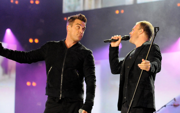 Robbie et Gary au concert Heroes 12-09/2010 546935Gary_Barlow_Heroes_Concert_Show_qPqvOUWp3Nnl