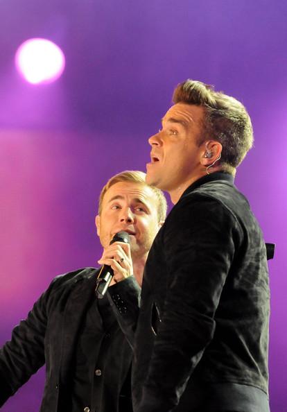 Robbie et Gary au concert Heroes 12-09/2010 549557Gary_Barlow_Heroes_Concert_Show_t88RrTQFAEil