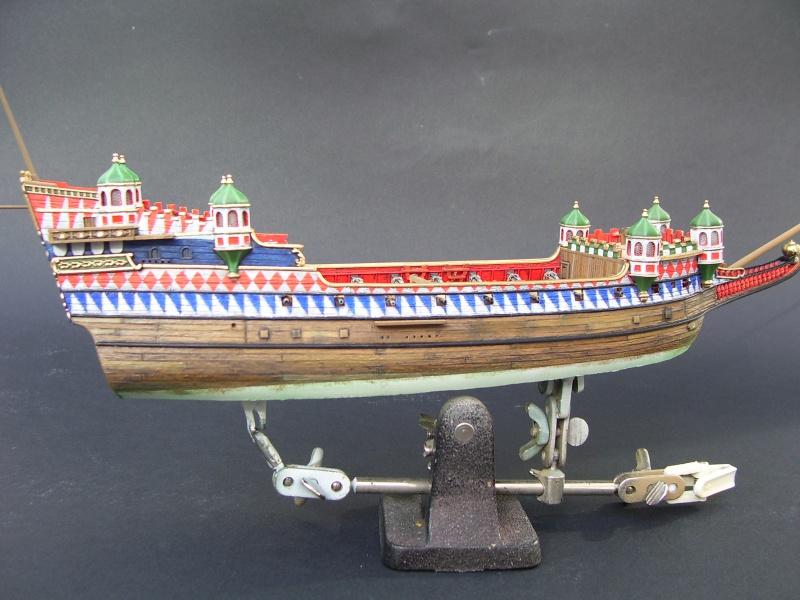 HMS ELIZABETHAN 1/200  - Page 3 550676Photo051