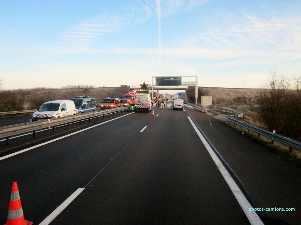 Accident sur l'A31 vers Dijon 552324photoscamions25I201379Copier