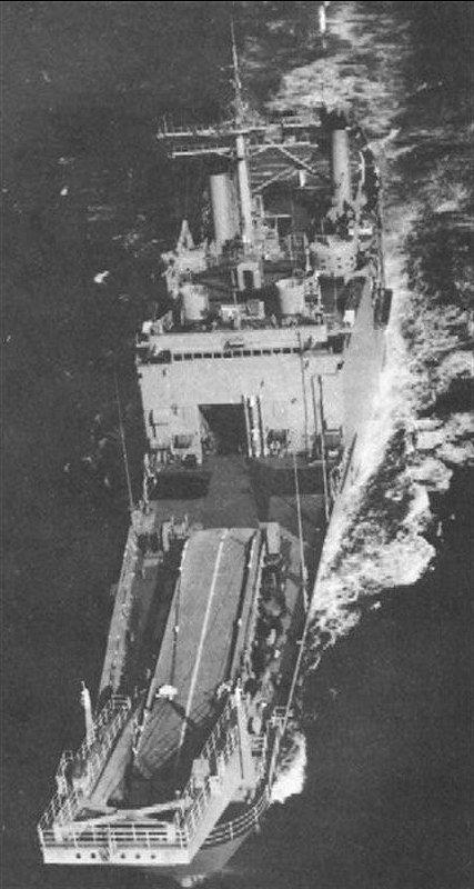 LANDING SHIP TANK (LST) CLASSE NEWPORT  552328USSFresnovuearienne