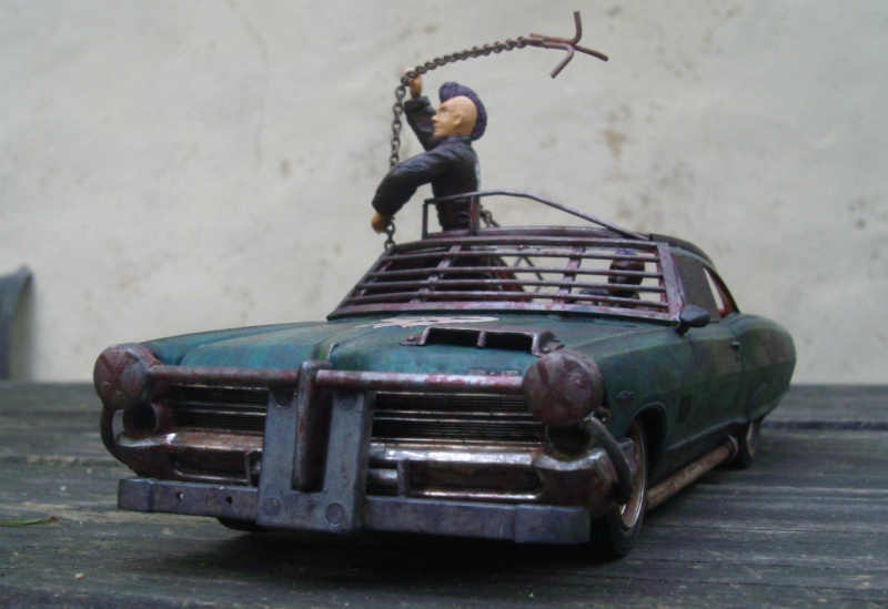 "Pontiac façon ""Mad Max"" 1/24 avec base/décor  553418GEDC5141"