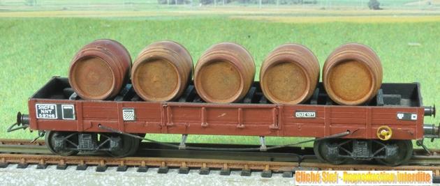 Wagons plats à bogies maquette et semi maquette chargés 554758VBmaquetteliedevintonneauxboisIMG3238