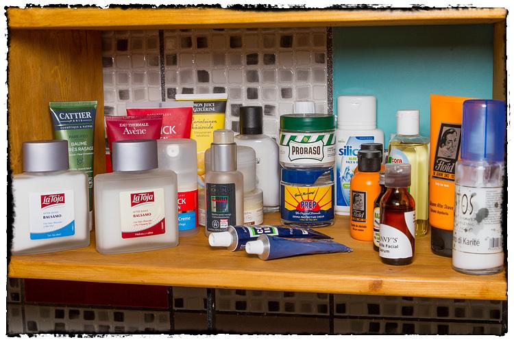 Photos de votre armoire spéciale rasage (ou de la partie réservée au rasage) - Page 2 558953Moisturizers5462