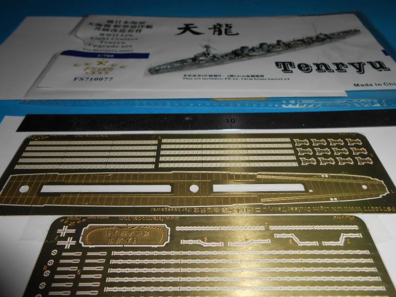 Kaga/Tenryu 1932 1/700 PE/Ponts en bois+Babioles 561888DSCN6951