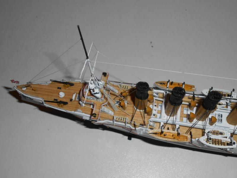 """Croiseur Russe """"VARYAG"""" 1/350 PE + Pont en bois de chez Zvezda 563823Croiseur023"""