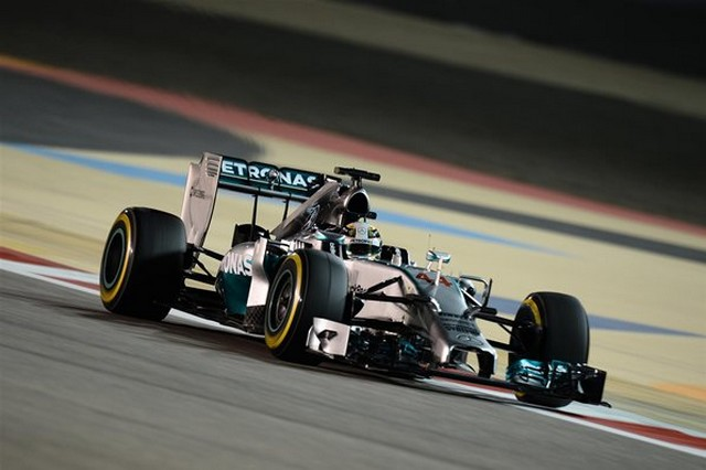 F1 GP de Bahreïn 2014 : (essais libres-1-2-3-Qualifications) 5647042014vendrediLewisHamilton1