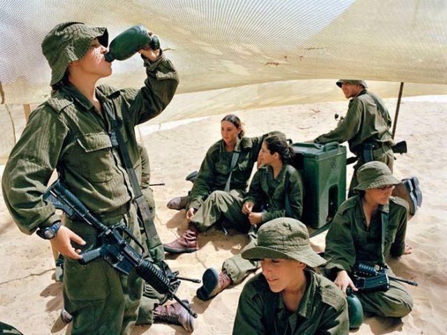 Armée Israélienne 566903israeli_military_girls_46PoB_640_37