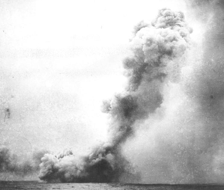 ROYAL NAVY CROISEURS DE BATAILLE CLASSE LION 567506HMS_Queen_Mary_explosion
