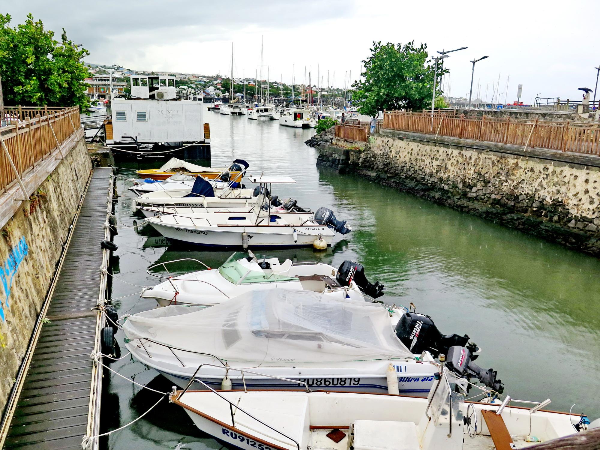 [Vie des ports] Les ports de la Réunion - Page 2 569571saintpierre029