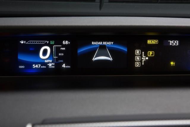 """Toyota se projette dans le futur avec la berline à pile à combustible 'Mirai'"""" 5696022016ToyotaFuelCellVehicle025"""
