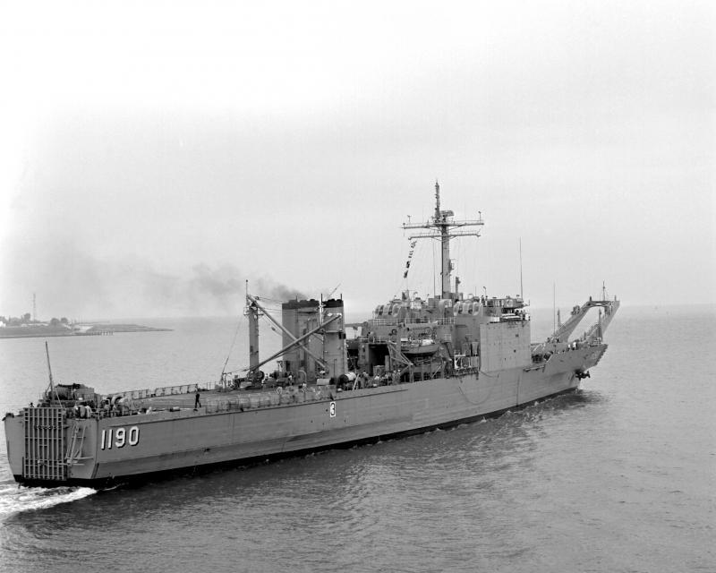 LANDING SHIP TANK (LST) CLASSE NEWPORT  574277USSBoulderLST11902