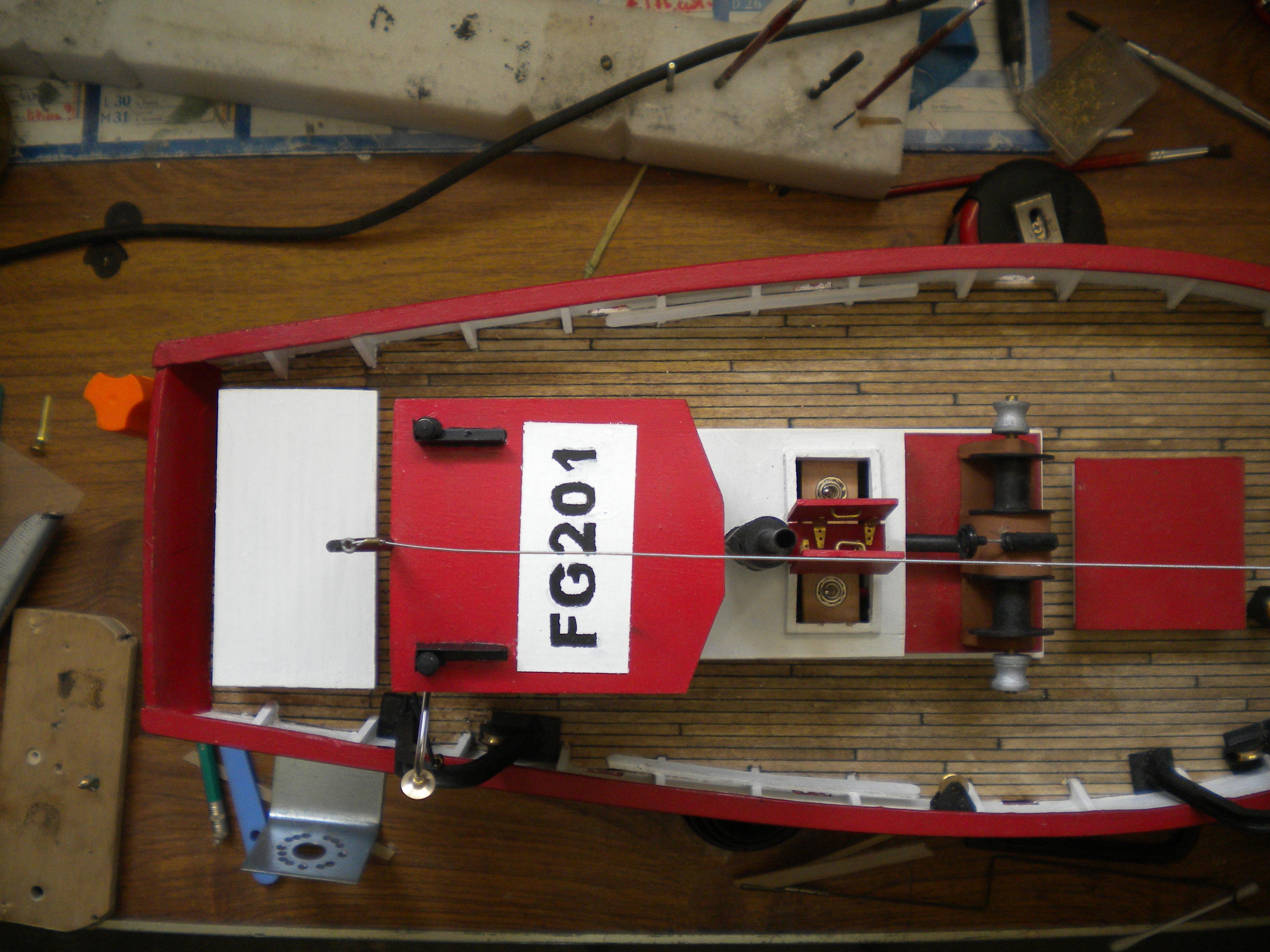 barque chalutiére au 1/20è d'après plans - Page 12 577674DSCN2691
