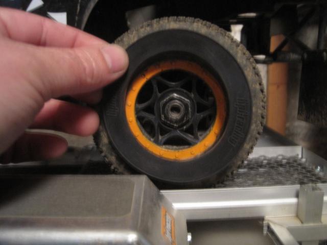 axial exo terra buggy VS hpi apache C1 578721IMG4050