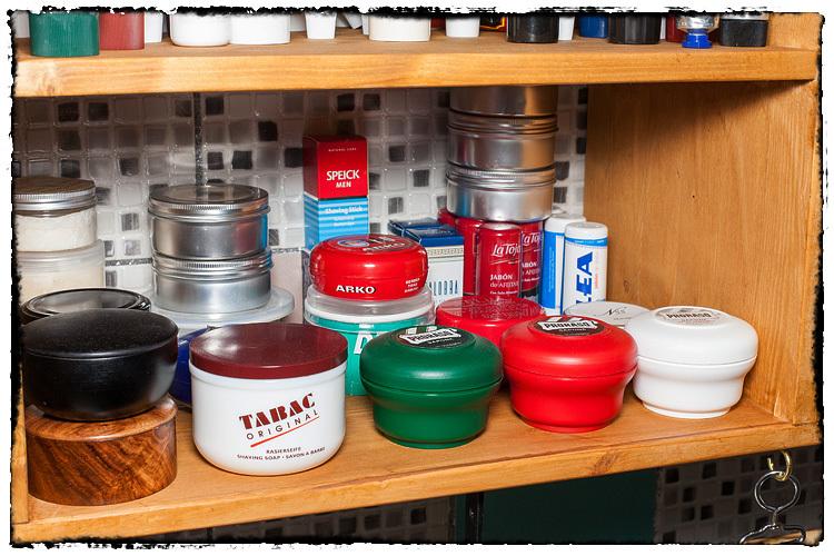 Photos de votre armoire spéciale rasage (ou de la partie réservée au rasage) - Page 2 580809ShavingSoap5955