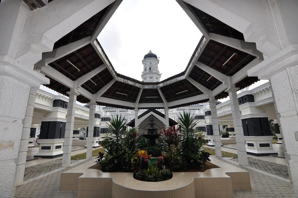 أشهر وأجمل المساجد في ماليزيا  58170716051587158015831575160415871604159115751606157115761608157616031585158016081607160815851576160715851608