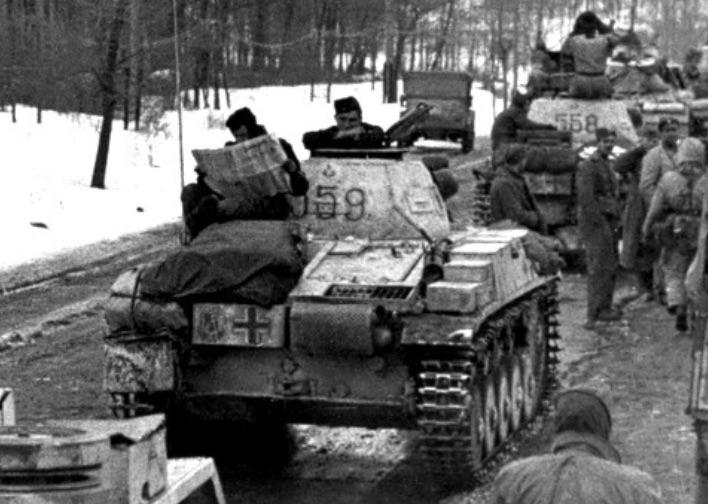 Pz.Kpfw.II Ausf.F - Kharkov 1/35 - Page 3 588966AntiWorldsAcolumnoftanksofthe1stSSPanzerDivision