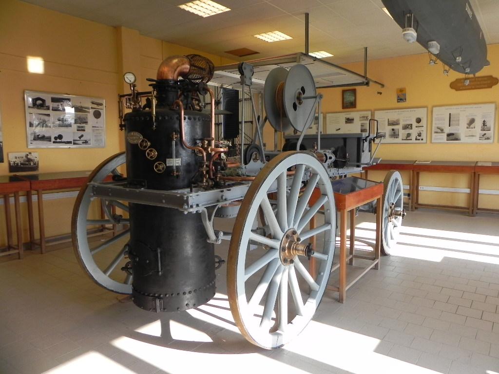 [ Les Musées en rapport avec la Marine ] Musée de l'Aeronautique Navale de Rochefort - Page 6 589420Treuilvapeurdirigeable1