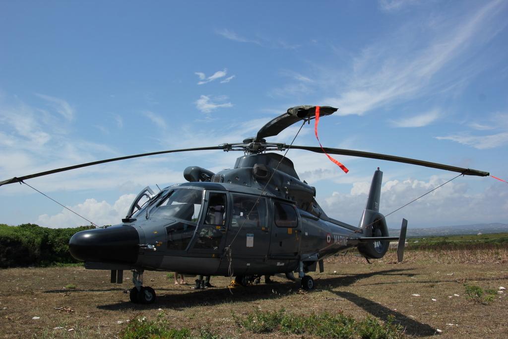 [ Aéronavale divers ] Hélicoptère DAUPHIN - Page 5 589464PERTUSATOJUIN2015009