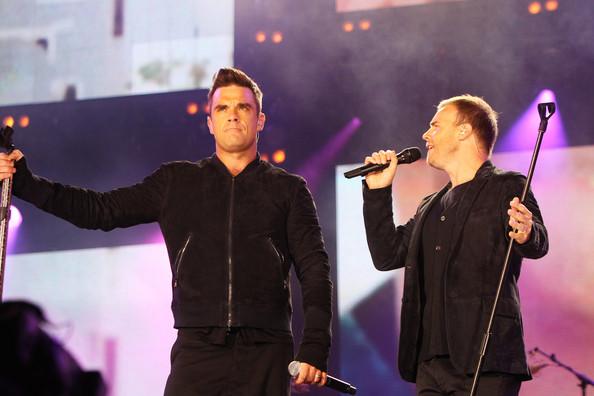 Robbie et Gary au concert Heroes 12-09/2010 601237Gary_Barlow_Heroes_Concert_Show_VDPOQfjNnwll