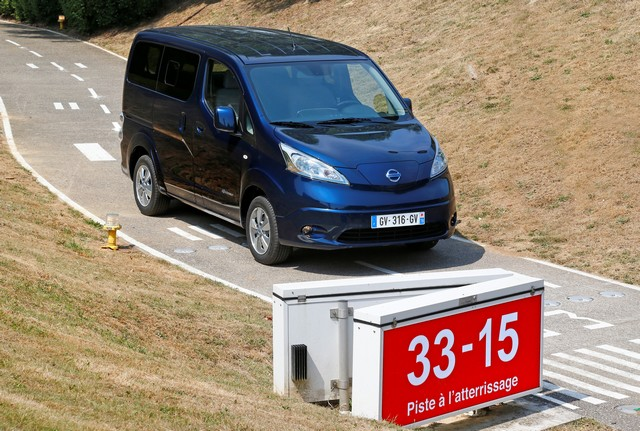 nissan lance le ludospace e nv200 evalia 7 places 100 electrique. Black Bedroom Furniture Sets. Home Design Ideas