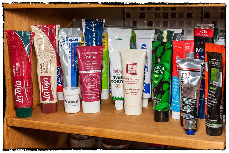 Photos de votre armoire spéciale rasage (ou de la partie réservée au rasage) - Page 2 606158ShavingCreams5951