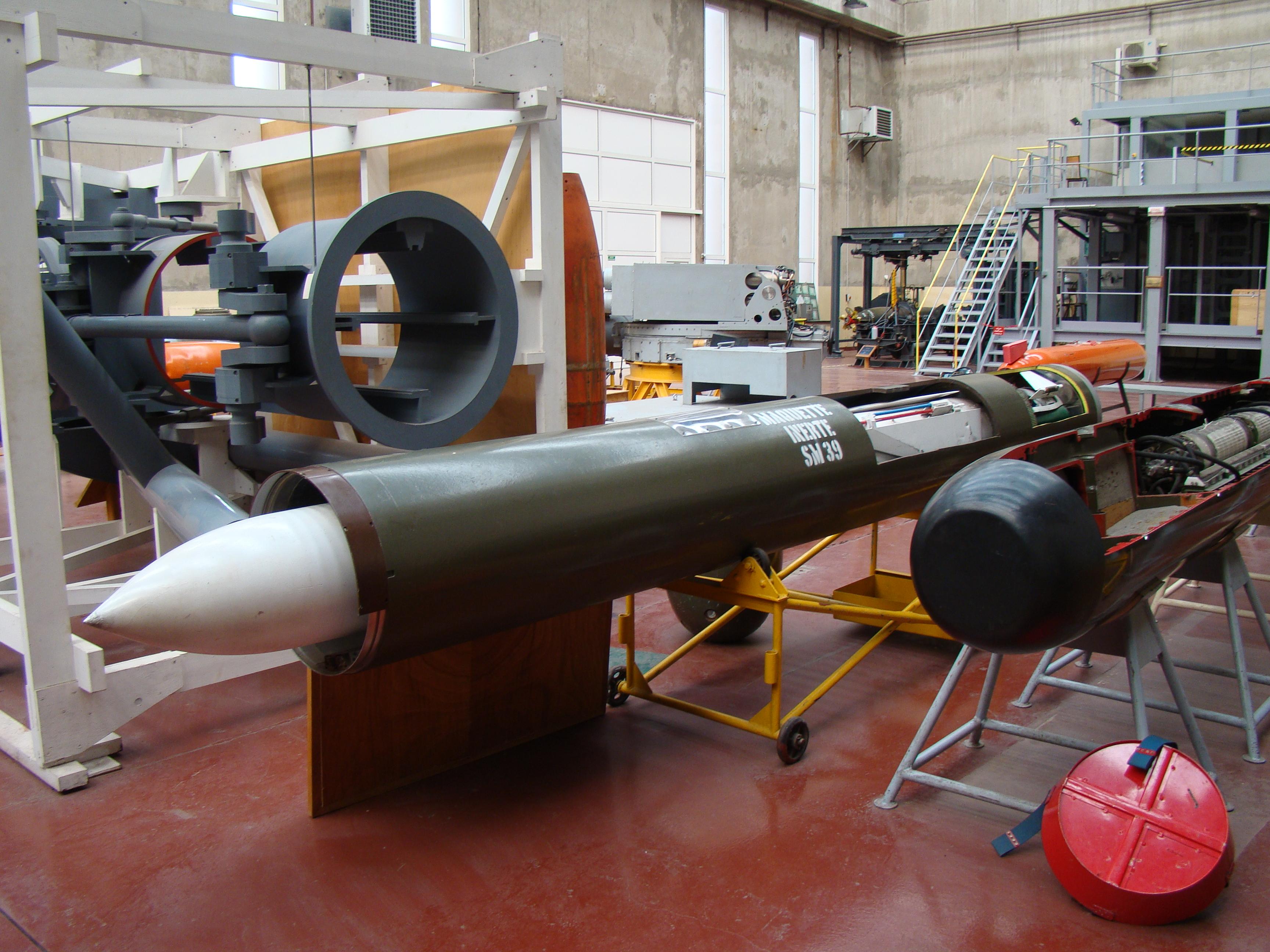 [ Les armements dans la Marine]  Hall missiles C.I.N. St. Mandrier  610989DSC04220