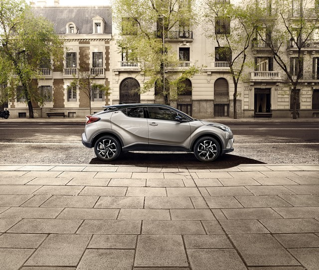Les Hybrides Électrisent Les Ventes De Toyota En Europe 6113462016CHRStatic07
