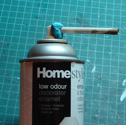 Décanter de la peinture en canette pour utilser avec votre airbrush 612325decant03