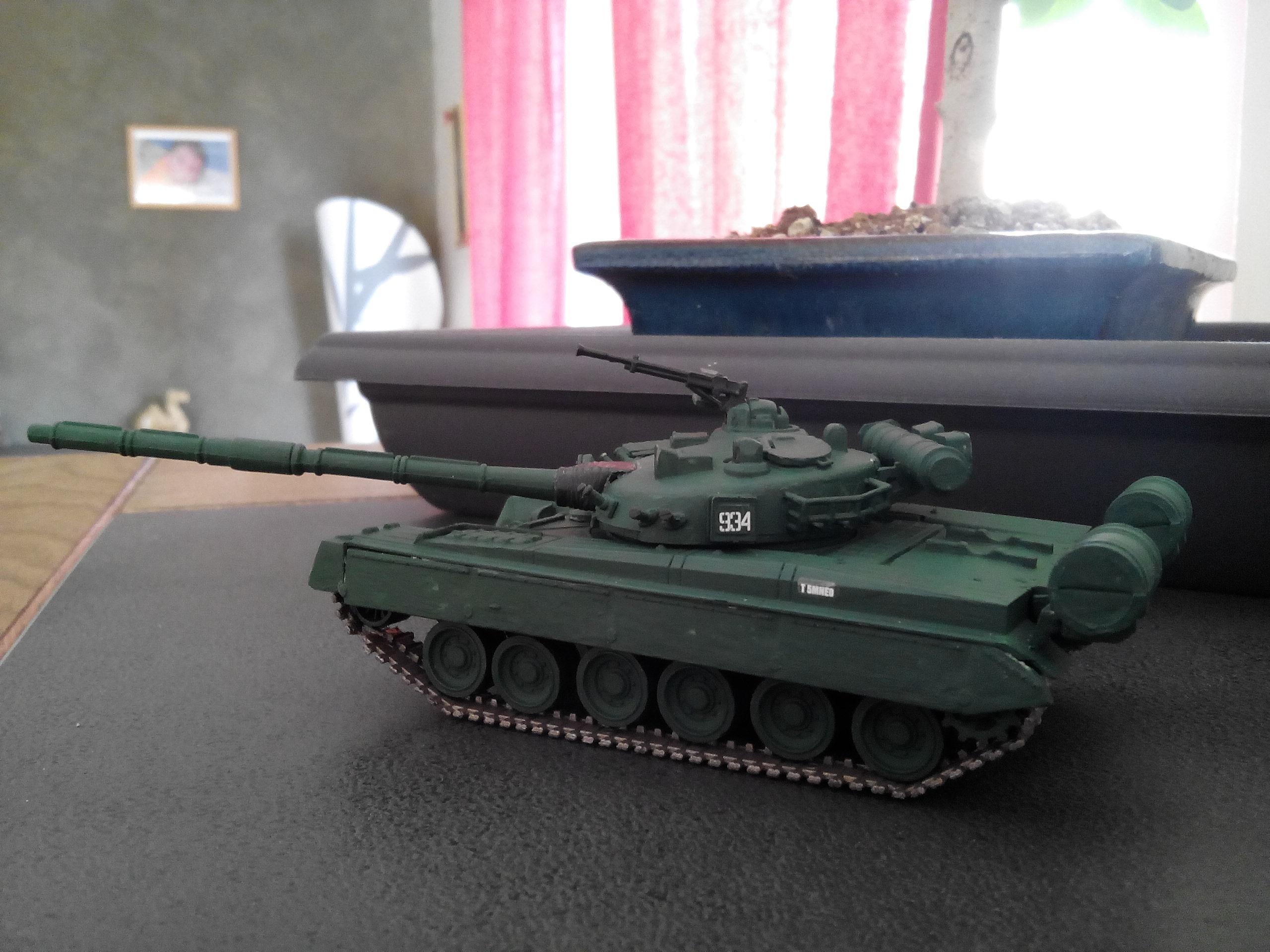 Char soviétique T-80B au 1/72 618117IMG20160322155939