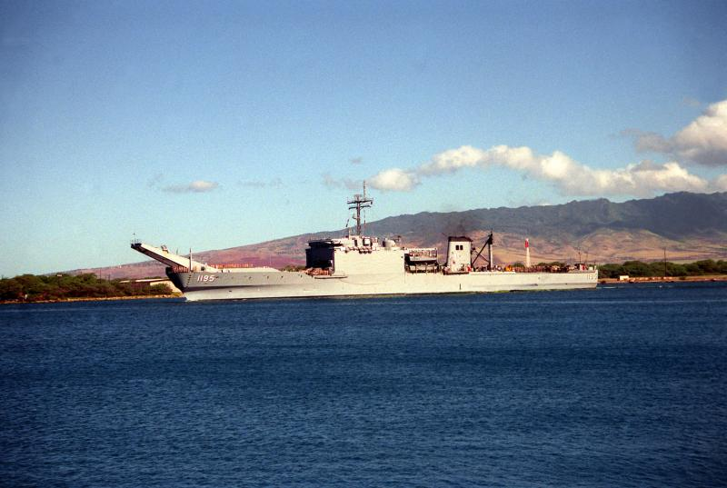 LANDING SHIP TANK (LST) CLASSE NEWPORT  618191USSBarbourCountyLST1195