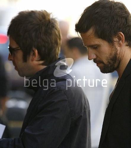 Jason et Noel Gallagher à Londres 25.09.2009 61946515546641_vi