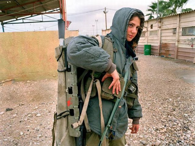 Armée Israélienne 626228israeli_military_girls_640_18