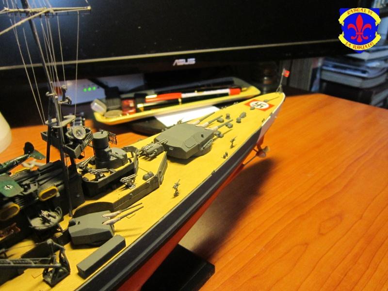 Croiseur de bataille Scharnhorst  au 1/350 de dragon - Page 9 628343IMG30921
