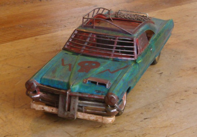 "Pontiac façon ""Mad Max"" 1/24 avec base/décor  629883GEDC5109"