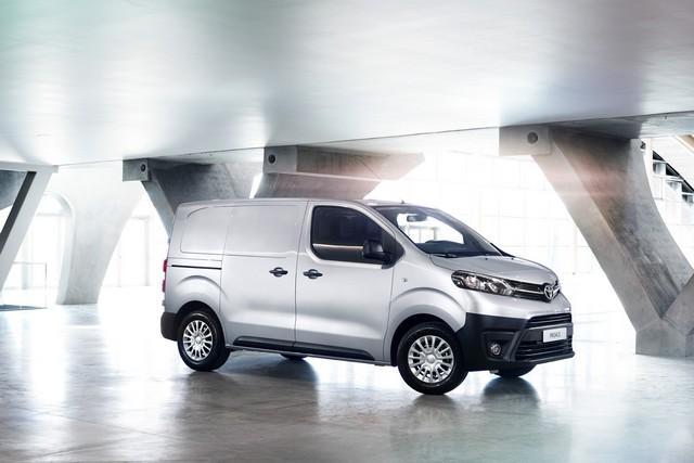 Après La Yaris, Le Toyota Proace Obtient Lui Aussi Le Label « Oigine France Garantie » 635194PROACEVANcompact03