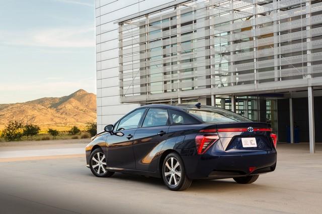 """Toyota se projette dans le futur avec la berline à pile à combustible 'Mirai'"""" 6440062016ToyotaFuelCellVehicle005"""