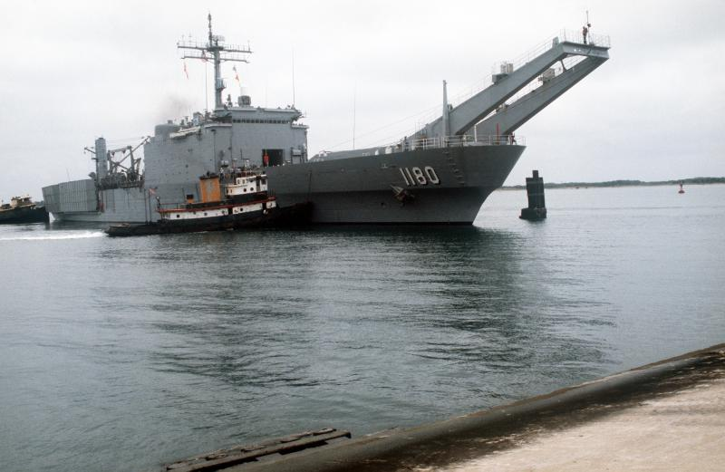 LANDING SHIP TANK (LST) CLASSE NEWPORT  645751USSManitowocLST11801990