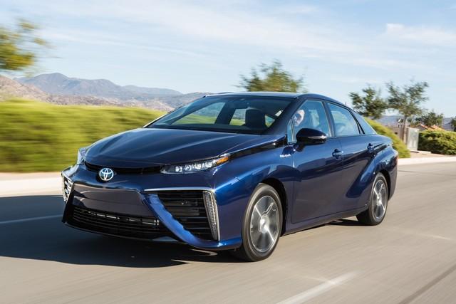 """Toyota se projette dans le futur avec la berline à pile à combustible 'Mirai'"""" 6470392016ToyotaFuelCellVehicle022"""