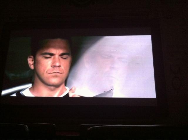 1ère photo du nouveau clip vidéo de TT à 5!!!!!! - Page 3 647388c5x