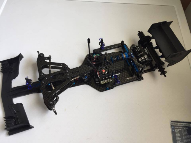 montage et presentation du chassis F6 team associated 6482586037