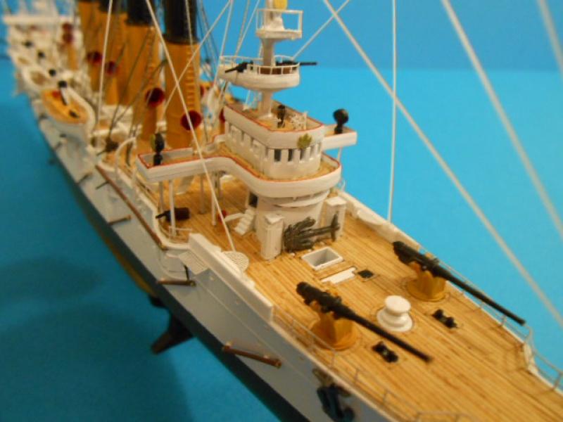 """Croiseur Russe """"VARYAG"""" 1/350 PE + Pont en bois de chez Zvezda 653802Croiseur005"""