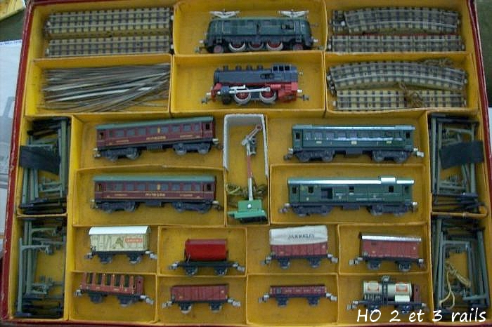 Coffrets Märklin 1936 - 1968 (rouges, noirs, verts ou bleus) 654613MarklincoffretHR744B1R