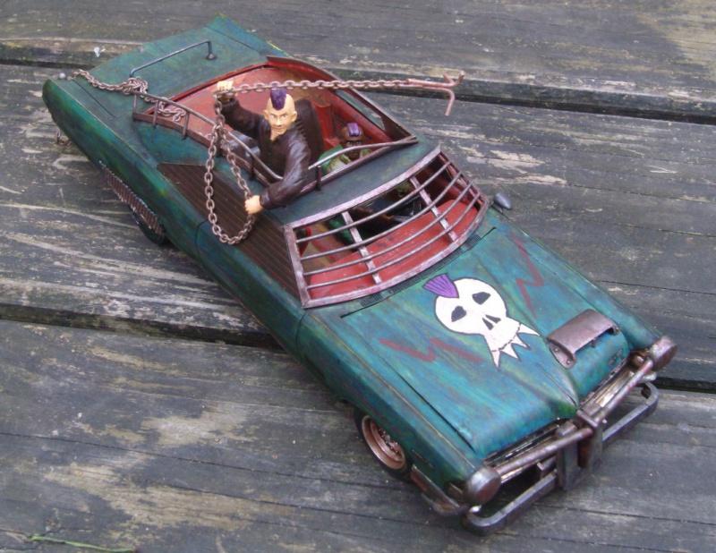 "Pontiac façon ""Mad Max"" 1/24 avec base/décor  661639GEDC5136"
