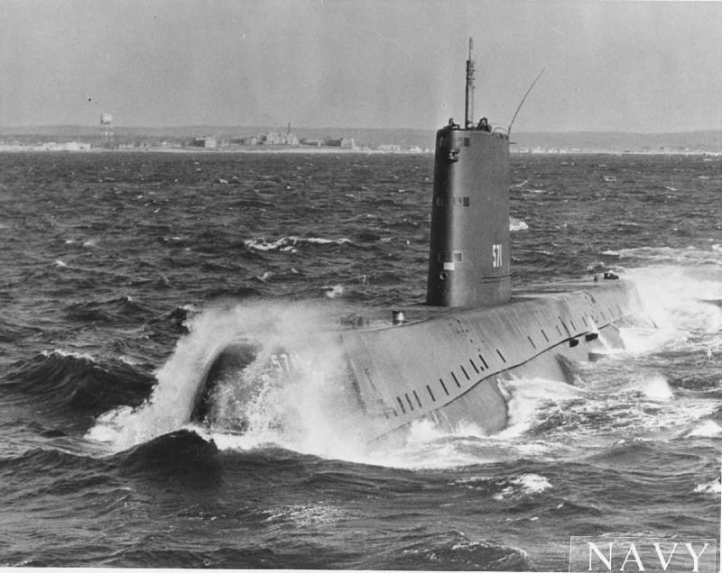 SOUS MARIN NUCLEAIRE D'ATTAQUE HMS DREADNOUGHT 662782USS_Nautilus